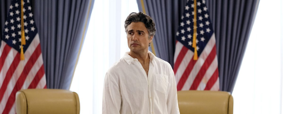 'Jane the Virgin' Recap: Rogelio Confronts the Racial Wage Gap & the Michael Saga Gets Another Twist