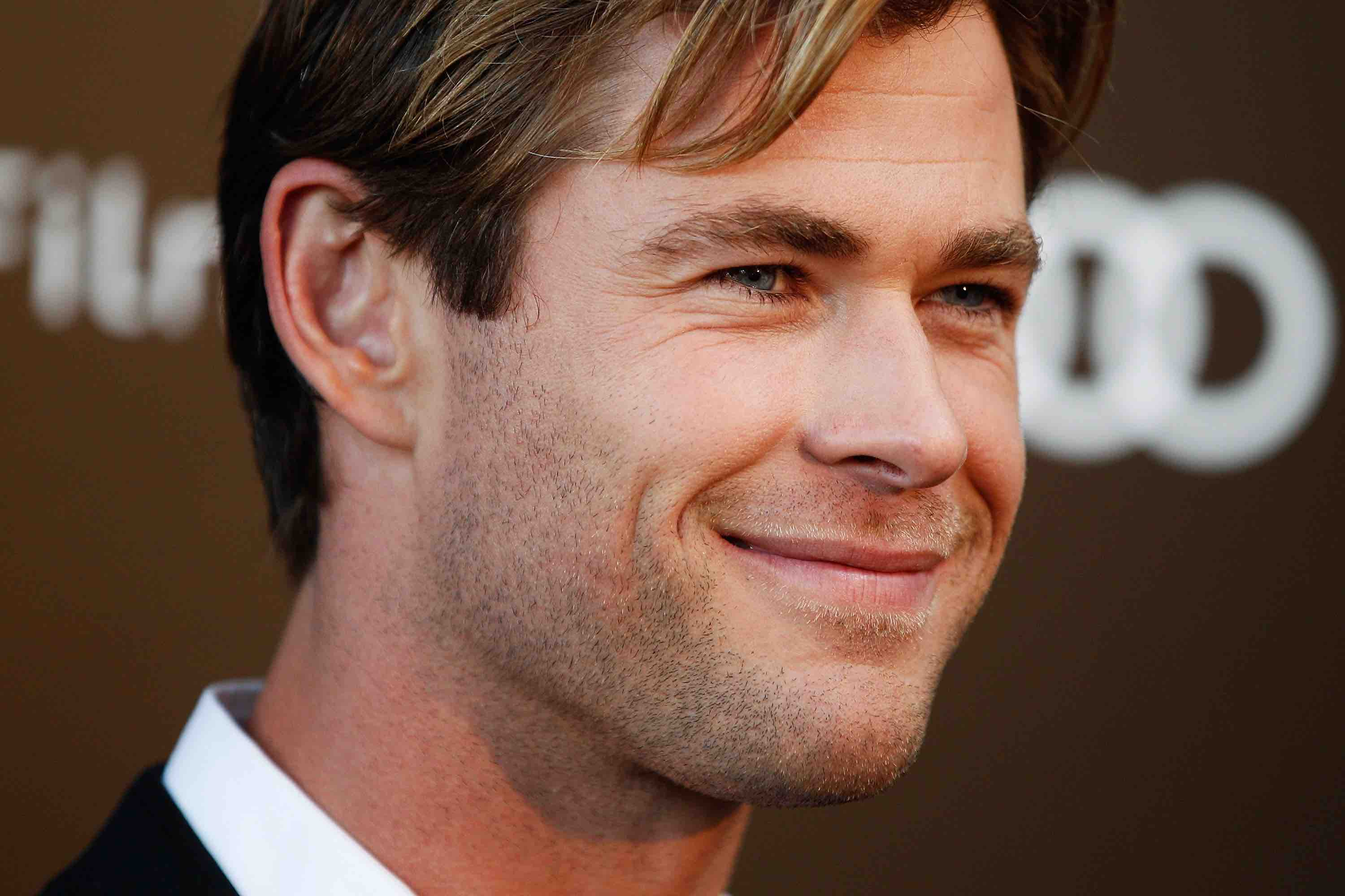 """This Video of Chris Hemsworth Dancing Along to """"La Bamba"""" Will Make Your Day"""