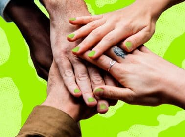 Here's Why You're Seeing So Many Reggaetoneros Painting Their Nails Green