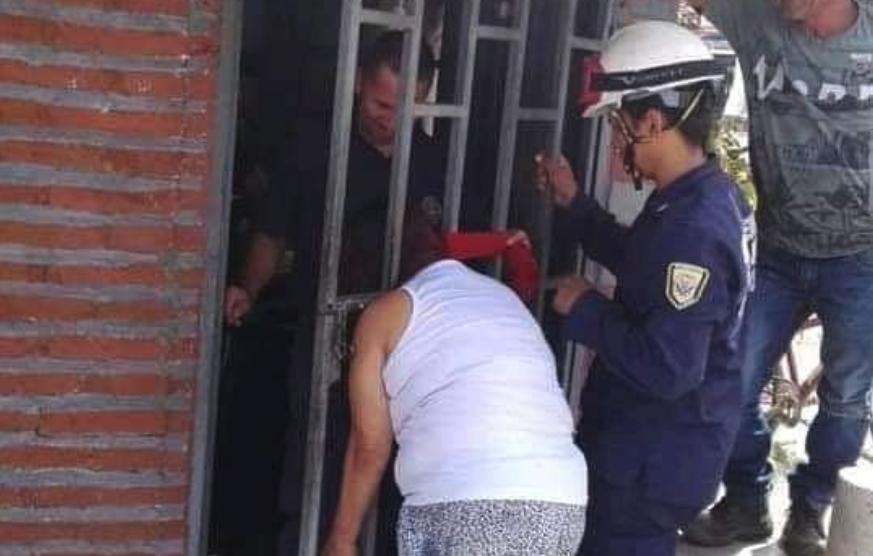 Colombian Woman's Head Gets Stuck While Attempting to Spy on La Vecina