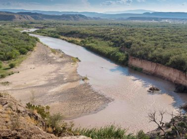 Salvadoran Dad & Toddler Found Holding Each Other After Drowning in Rio Grande