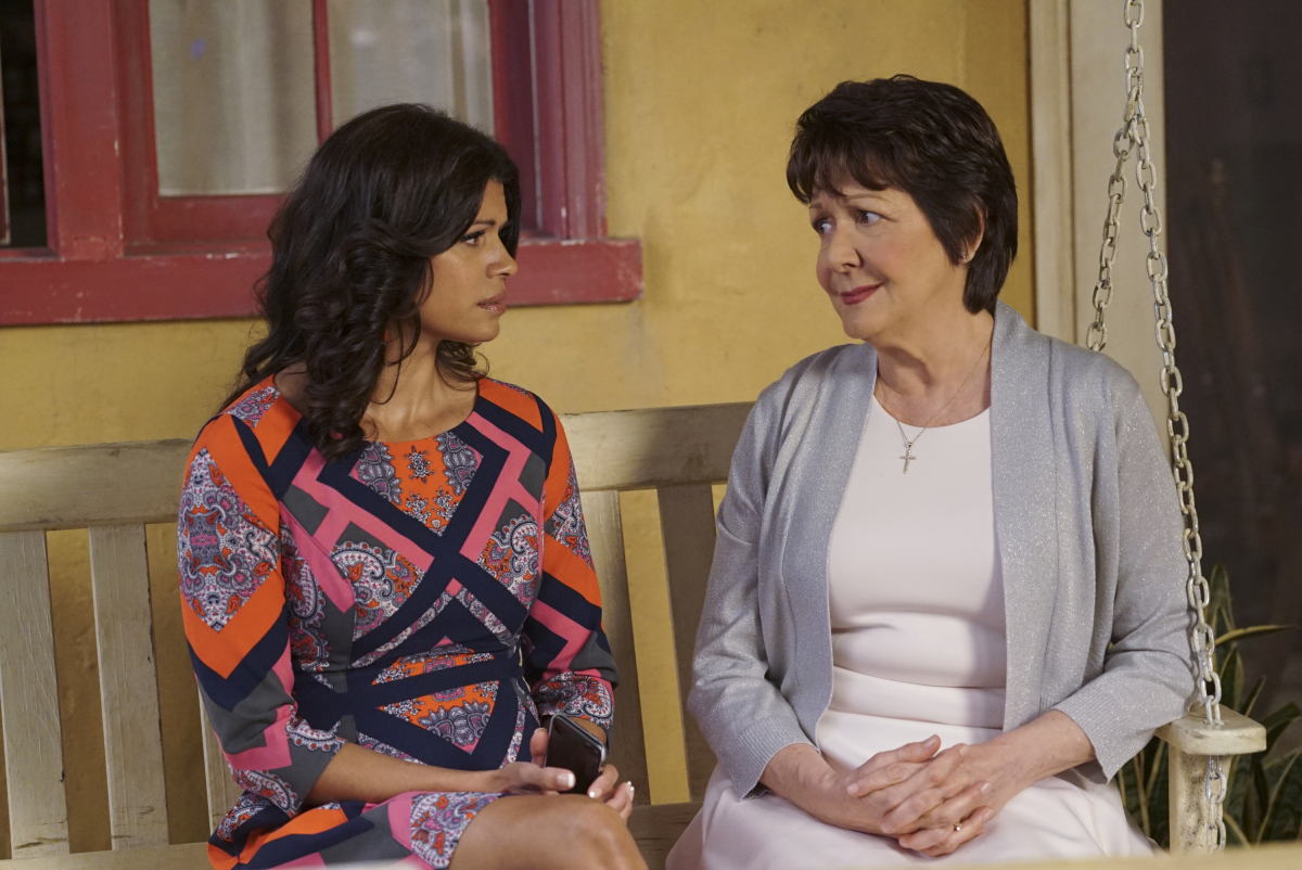 'Jane the Virgin' Recap: Who Knew Lotería Could Get So Heated?