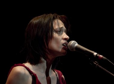"""Fiona Apple Pledges 2 Years of """"Criminal"""" Royalties to Immigrant Defense Fund"""