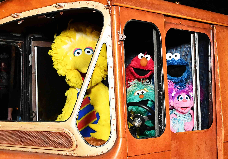 Did You Know That 'Sesame Street's Big Bird & 'Plaza Sésamo's Abelardo Are Cousins?