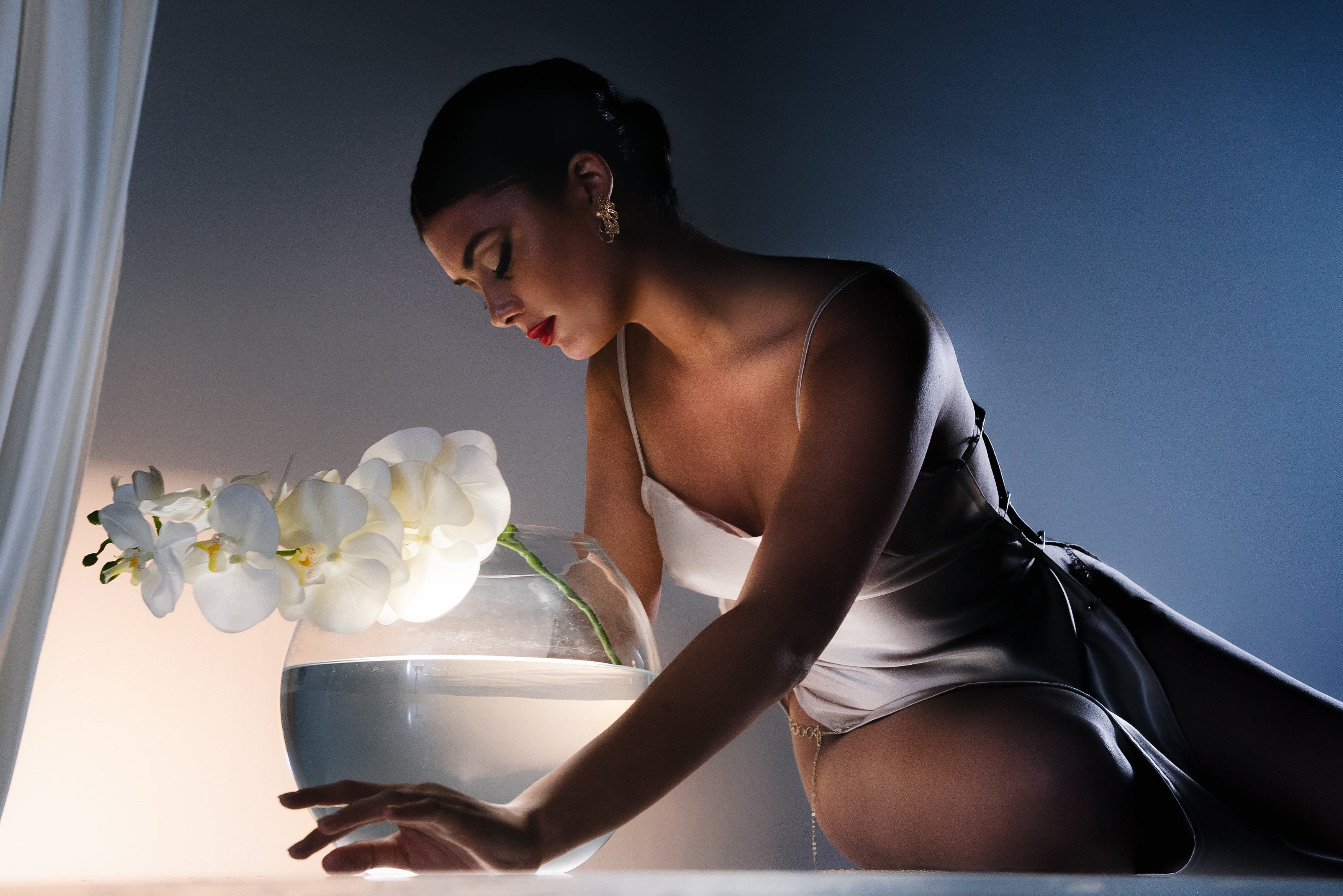 "LA Singer August Eve Bares Her Soul on Sullen R&B Single ""Ashes"""