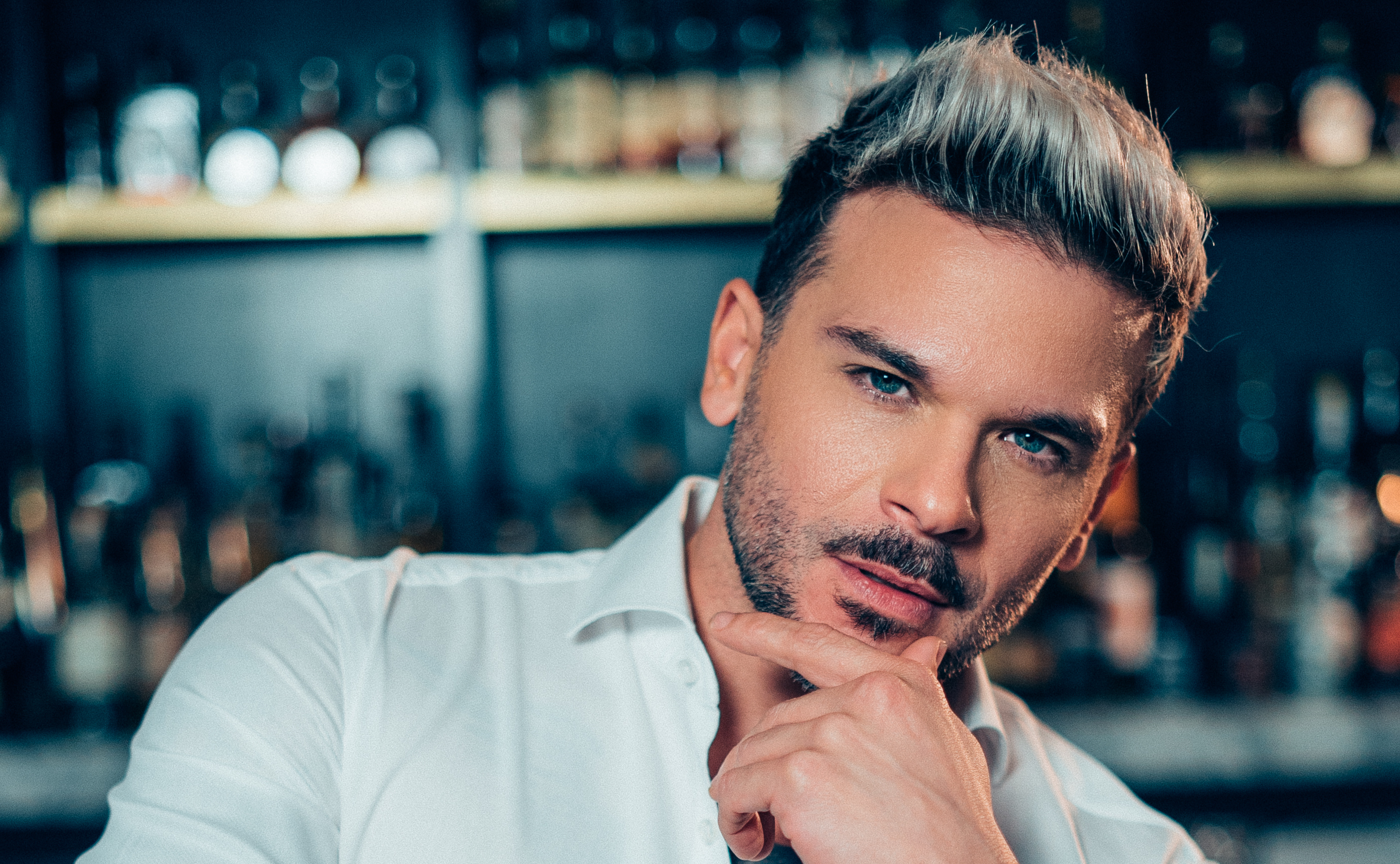 """Pedro Capó on His Hit """"Calma"""" & Collaborating With Latin Pop Icons"""
