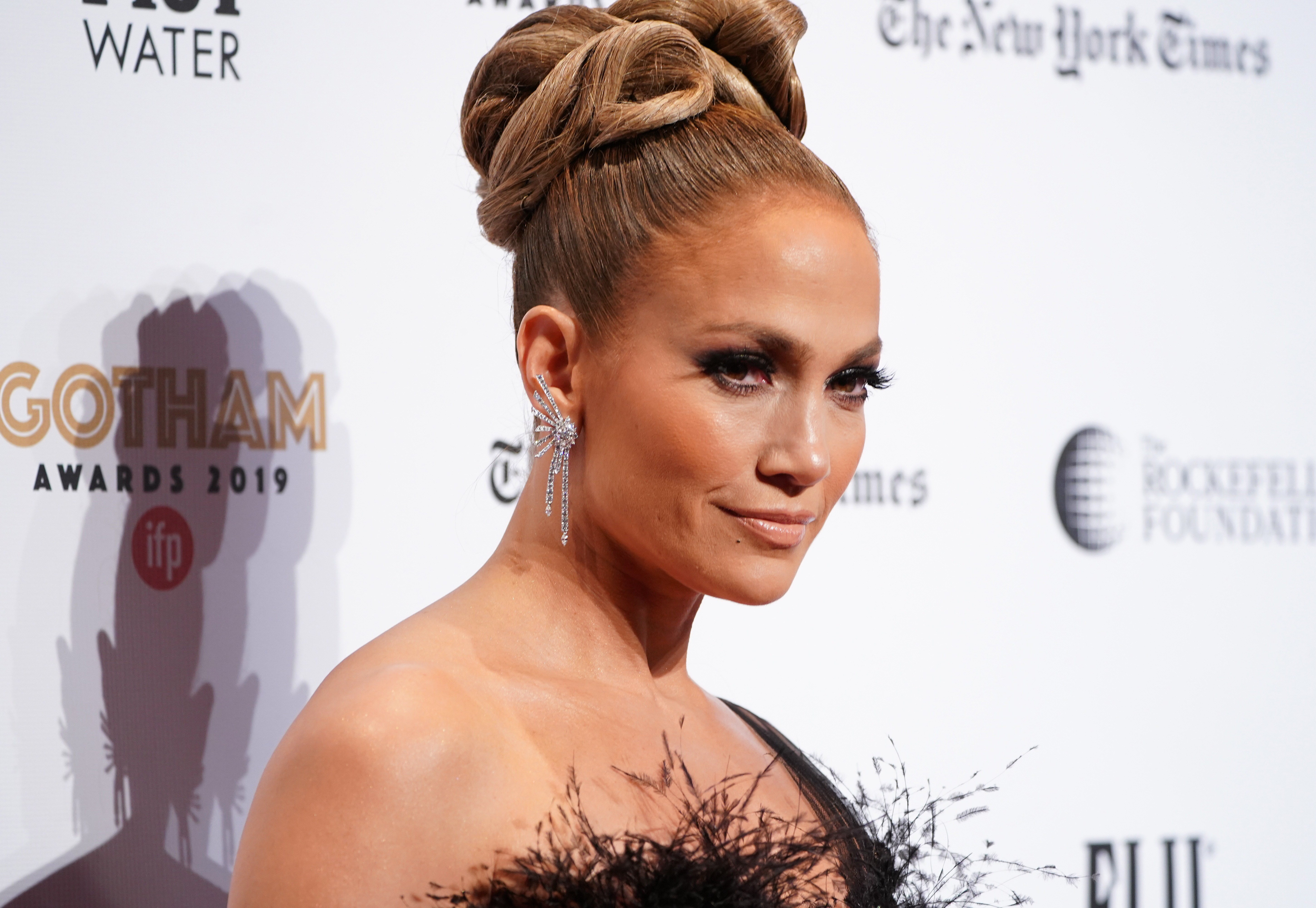 "Watch Jennifer Lopez Gush Over Her Love for the ""Amazing"" Baby Yoda"