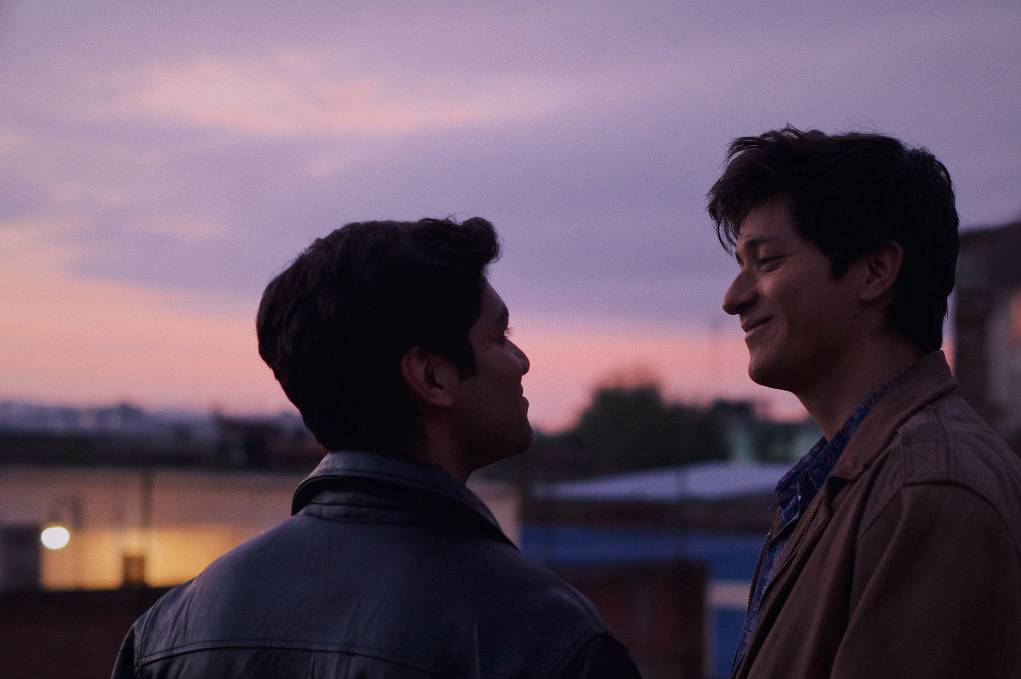 REVIEW: 'Te Llevo Conmigo' Follows a Gay Mexican Couple Dealing With Homophobia & Xenophobia