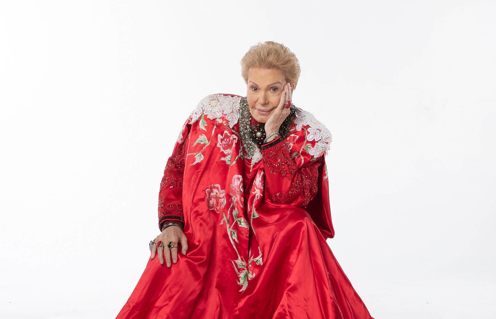 REVIEW: Walter Mercado Doc 'Mucho Mucho Amor' Is A Fabulous Celebration of the Puerto Rican Astrologer