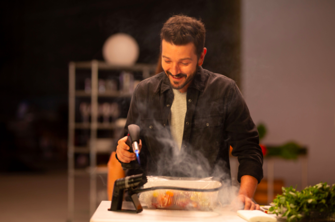 Diego Luna Serves Nuanced Discussions Around the Dinner Table in 'Pan y Circo'